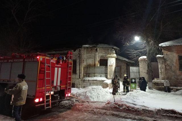 Огонь повредил здание на площади 50 квадратных метров.
