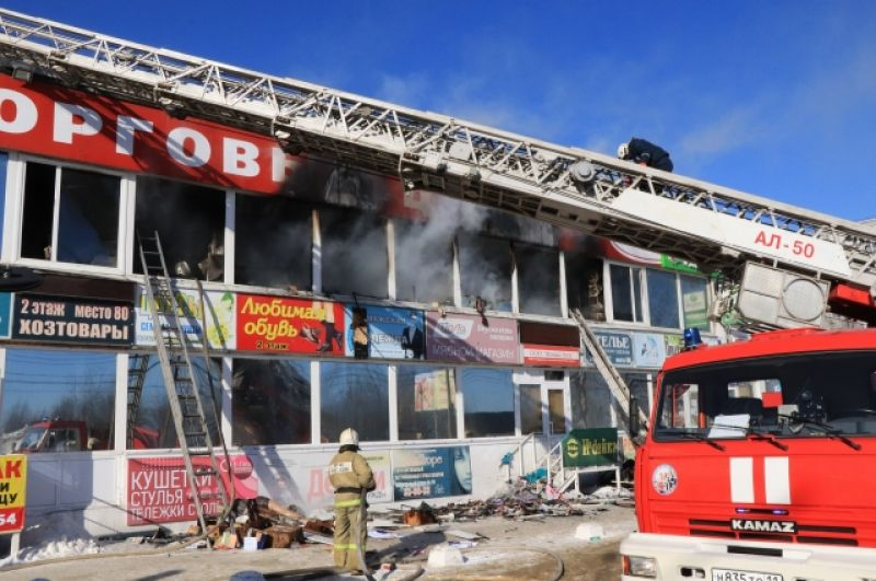 Пожар в торговом центре в Сыктывкаре.
