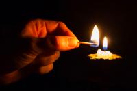 Планируется, что подачу электричества во всех районах возобновят в 17.00. Если работы завершат раньше, то свет вернется в дома быстрее.