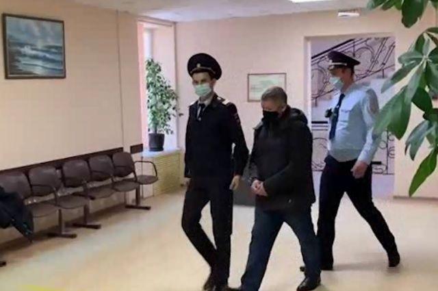 Суд удовлетворил ходатайство следователя и взял Золотарёва под стражу
