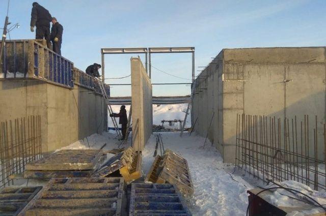 Работы на Больше-Уткинской плотине. Своевременный ремонт ГТС позволяет региону встретить паводок во всеоружии.