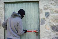 Оренбуржцы подозреваются в ограблении 10 квартир, а также разбойном нападении.