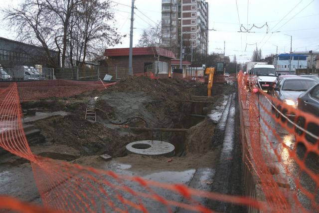 Ремонт дороги в микрорайоне Гидростроителей.