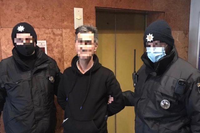На глазах у детей: в Ужгороде тренер в отеле развращал девочку