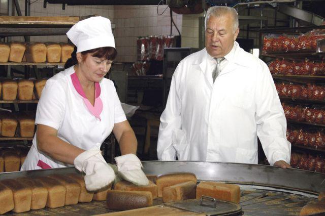 Руководитель предприятия Николай Лопатин отметил: «Потребители любят и охотно покупают нашу продукцию. Секрет нашего успеха –доступный, полезный, натуральный хлеб высокого качества…»
