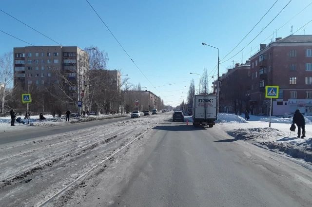 Пешехода с черепно-мозговой травмой и открытой раной лба госпитализировали в больницу Орска.