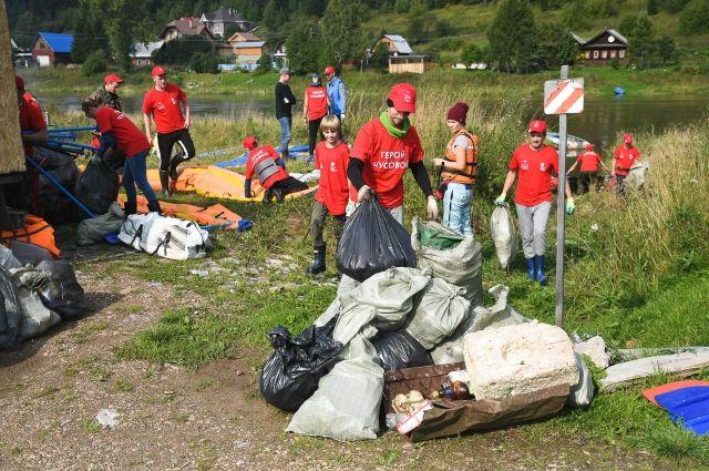 Волонтёры Среднего Урала собирают на природе тонны мусора.