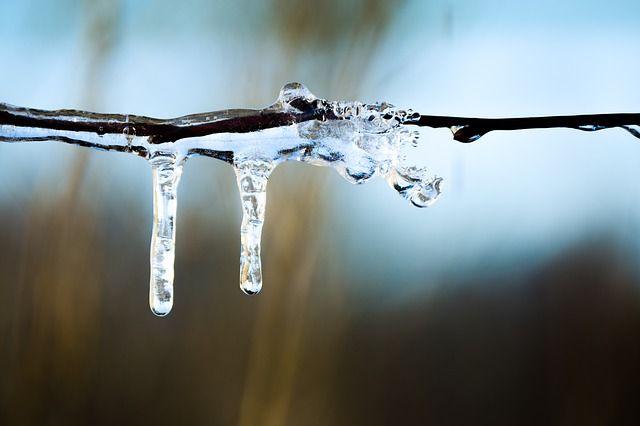 Водителей Оренбуржья предупреждают о гололедице на дорогах из-за потепления в ближайшие сутки 18 марта.
