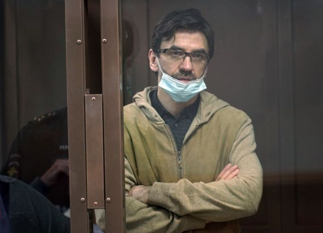 Экс-министру Абызову продлили срок ареста до 25 июня