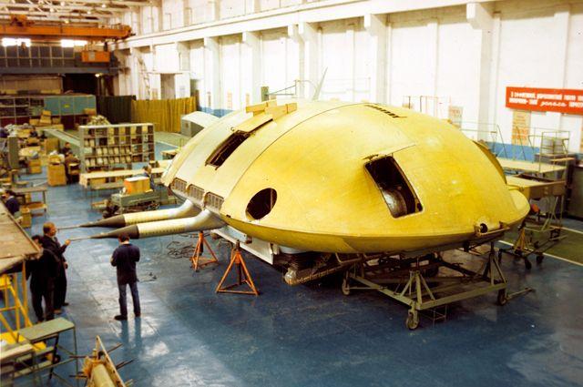 Всборочном цехе акционерного общества «Саратовский авиационный завод» идет сборка первого летательного аппарата нового поколения «ЭКИП».