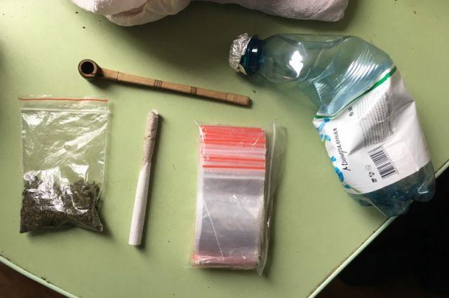 Всего дома у 52-летнего горожанина нашли 20 пакетиков с зельем.