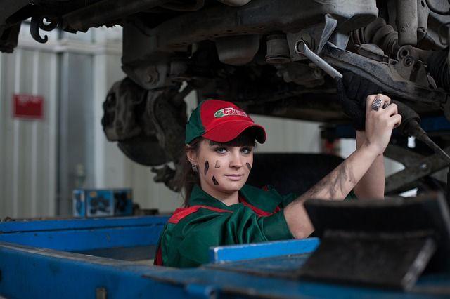 Обычно подавляющая часть автовладельцев обращается в независимые СТО.