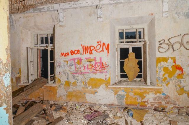 Начался снос восьми объектов Михайловских казарм в Оренбурге.