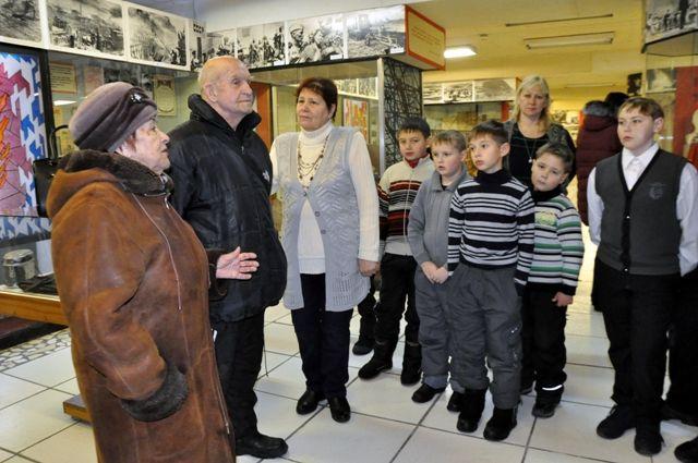 В заводском музее проводятся уроки мужества для школьников с приглашением ветеранов войны и труда.
