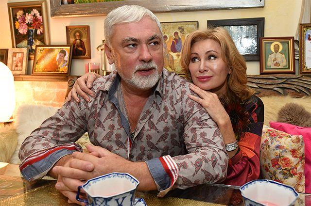 Певица Вика Цыганова всю жизнь работает под началом своего мужа, являющегося для неё ещё и продюсером, и композитором.