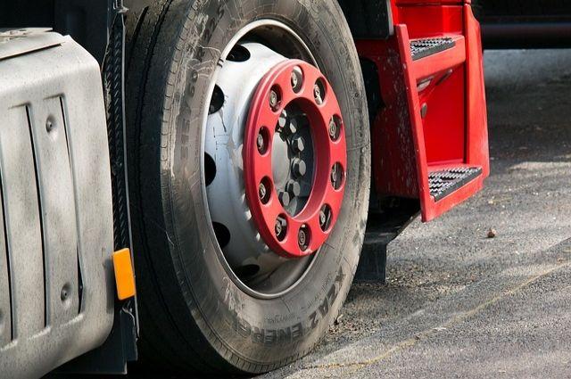 В Оренбуржье на месяц вводят ограничение на движение грузовиков.