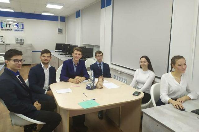 Оренбургские школьники приняли участие в интеллектуально-патриотической игре «1418».