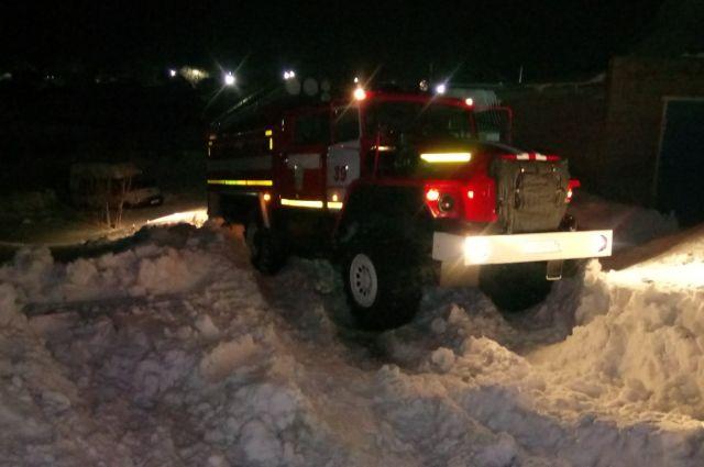 Спасатели Оренбургской области вызволили из снежного заноса машину скорой медицинской помощи в Новосергиевке.