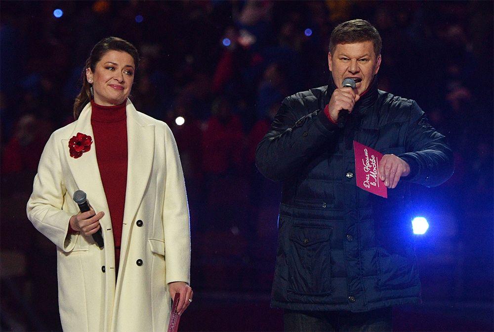 Ведущие концерта в честь воссоединения Крыма и России Дмитрий Губерниев и Мария Ситтель.