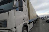 На дорогах Осетии стоят около 2000 большегрузов, ожидая проезда через границу с Грузией