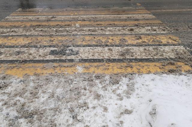На областной центр обрушился снегопад.