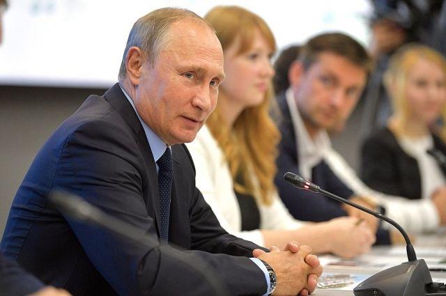 Президент поздравил россиян с Днём воссоединения Крыма и Севастополя с Россией.