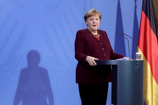 Меркель допустила закупку вакцины Спутник V для Германии