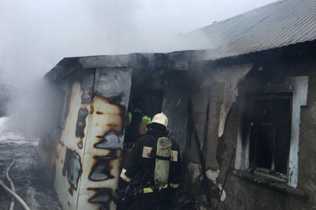 В Оренбурге на пожаре на Тургенева погибли мужчина и женщина и пострадал один человек.