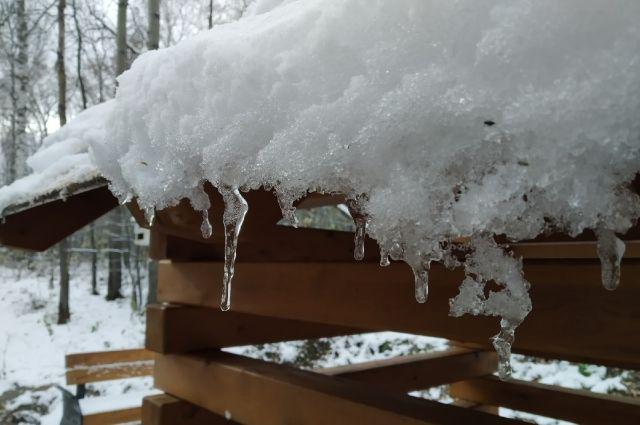В Красноярск пришла весна, тает снег.