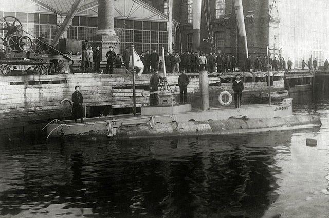 «Дельфин» на модернизации, 1904 год.