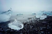 Тюменцам рекомендуют держаться подальше от льда