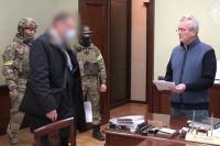 Задержание губернатора Пензенской области Ивана Белозерцева (справа).
