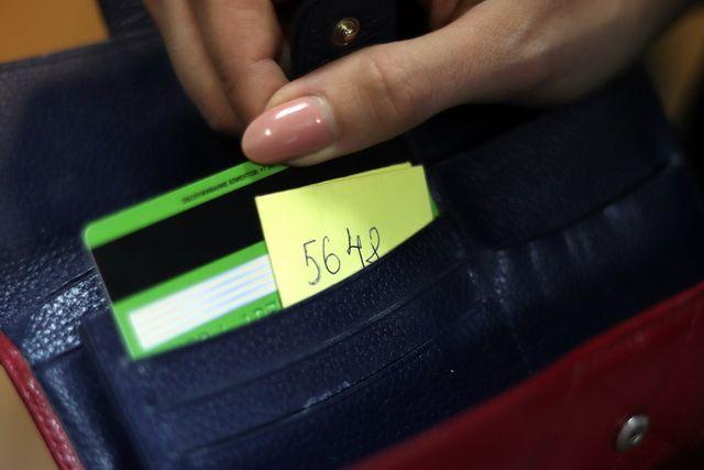 В минувшие выходные злоумышленники украли более восьми миллионов рублей