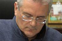 Губернатор Пензенской области Иван Белозерцев, задержанный по подозрению во взяточничестве, во время следственных действий в его рабочем кабинете.