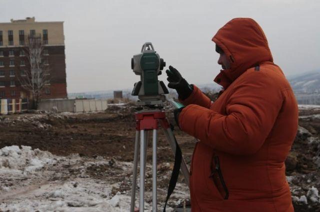 В Академгородке строители только приступили к работам.