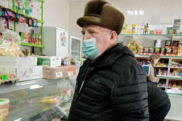 Ивану Камбулову сложно разгуляться на пенсию в 17 тысяч рублей