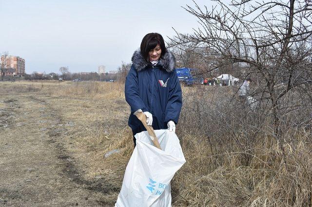 Волонтёры собрали 200 мешков мусора.
