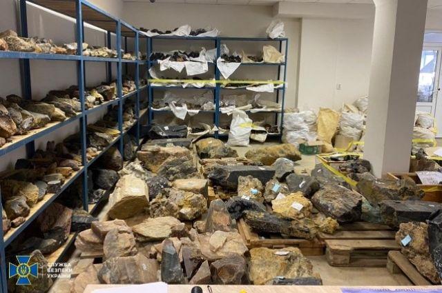 СБУ заблокировали незаконную добычу и сбыт драгоценных камней.