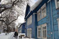 Крыша площадью всего в 40 кв. м в весеннюю пору может держать на себе до восьми тонн снега.