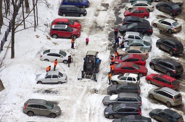 Стихийные парковки в столице Урала способны сломать любой стандарт благоустройства.