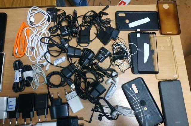 Мужчина попытался доставить в колонию 21 телефон и зарядные устройства к ним.