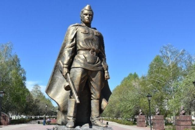 Памятник выполнен из огнеупорного материала, сообщали в администрации Заинска после его установки.