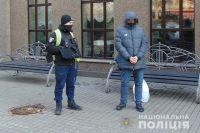 Сын попал в больницу: в Киеве мошенник выманил у пенсионерки все сбережения