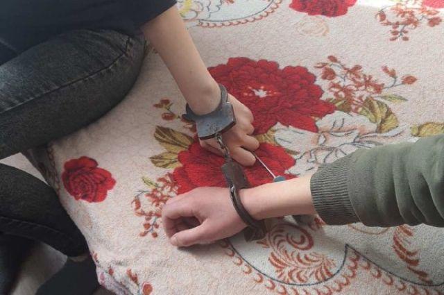 Спасатели помогли двум оренбурженкам снять наручники.