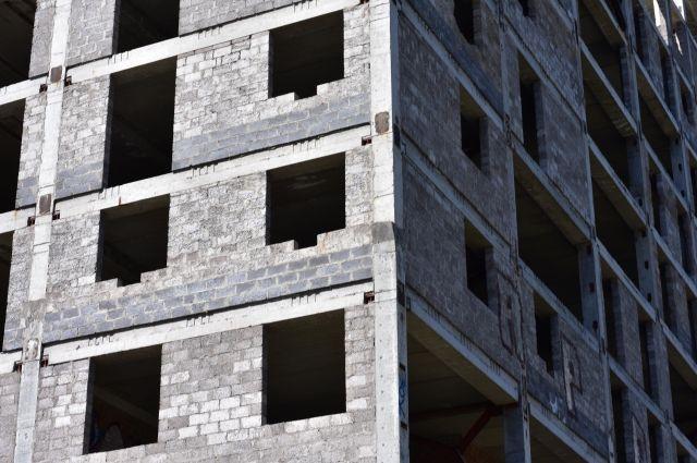 Фирма уже пять лет не может достроить дома в районе ЛДК.