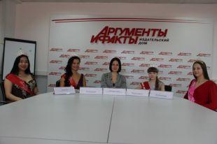 Эля Батуева, Ксения Бологова, Екатерина Чопей, Наталья Ларичева и Луиза Валпянская.
