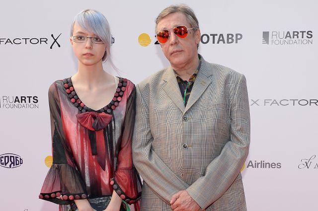Михаил Ефремов содержал свою дочь до тюремного заключения.