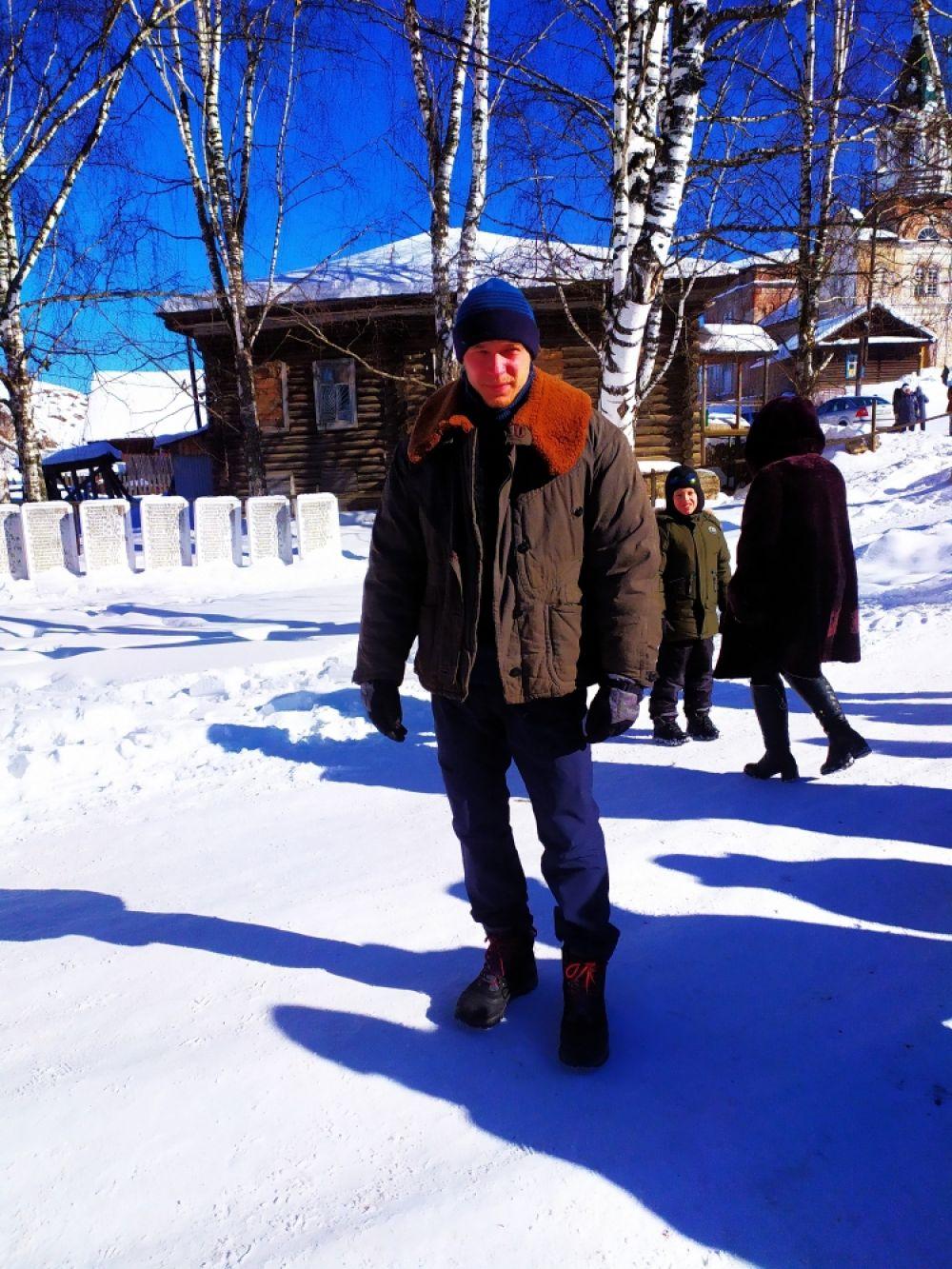 Юра Борисов играет в фильме учителя физкультуры Петра, который приехал в деревню и помогает герою добиться справедливости.