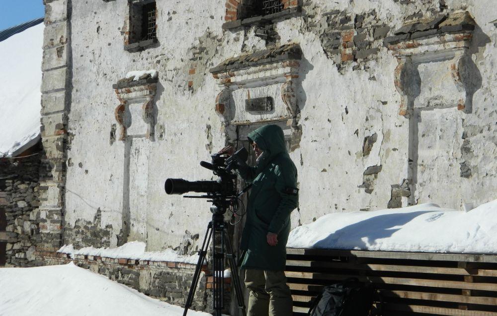 Снимать фильм пришлось в экстремальных условиях: на протяжении почти всей экспедиции в прикамском селе стояли сильные морозы.