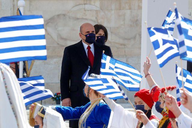 Принц, парад и курортный сезон. Зачем Мишустин полетел в Грецию